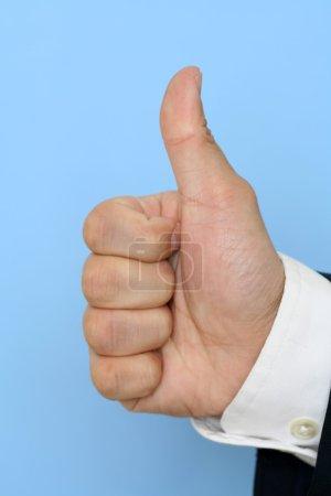Photo pour Homme d'affaires avec les pouces levés - image libre de droit