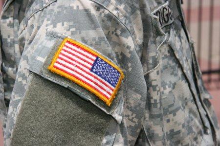 Photo pour Patch drapeau des États-Unis sur l'uniforme de soldat guerre Irak - image libre de droit