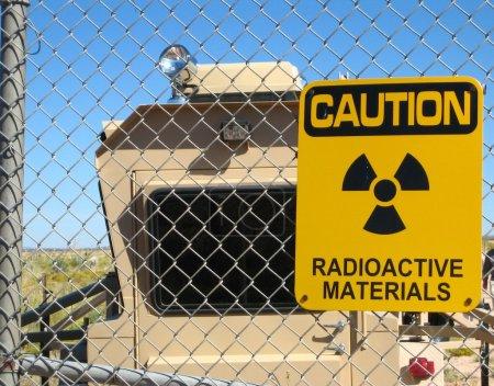 Photo pour Signal avertissant de la présence de matières nucléaires et radioactives - image libre de droit