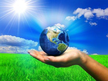Foto de Naturaleza del mundo en la mano - Imagen libre de derechos