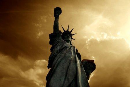 Photo pour Vue sur la Statue de la Liberté à New York - image libre de droit
