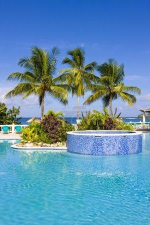 Foto de Piscina del hotel, tobago - Imagen libre de derechos