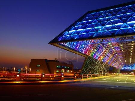 Photo pour Coucher de soleil et moderne scène bâtiment / nuit - image libre de droit