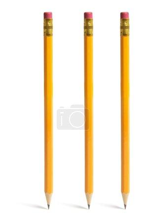 Photo pour Crayons debout sur fond blanc isolé - image libre de droit