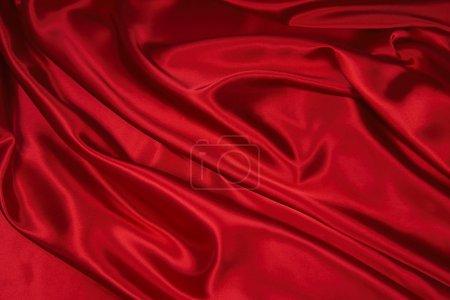 Foto de Lujosa roja satén/seda tela doblada, útil para fondos - Imagen libre de derechos