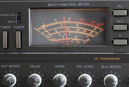 Foto de El transceptor de radio aficionado instrumento medición. - Imagen libre de derechos