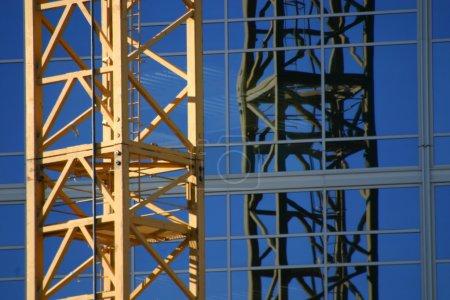 Photo pour Grue du chantier - Zoomée - image libre de droit