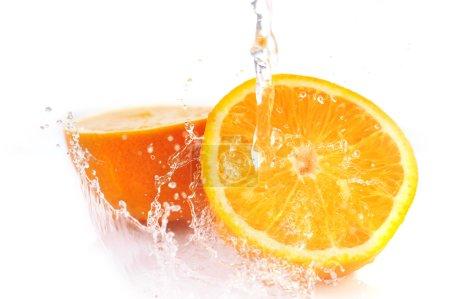 Photo pour Orange avec splash bouchent - image libre de droit