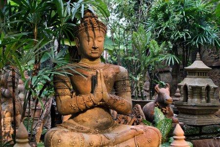 Photo pour Vieux buddah dans thailand - image libre de droit